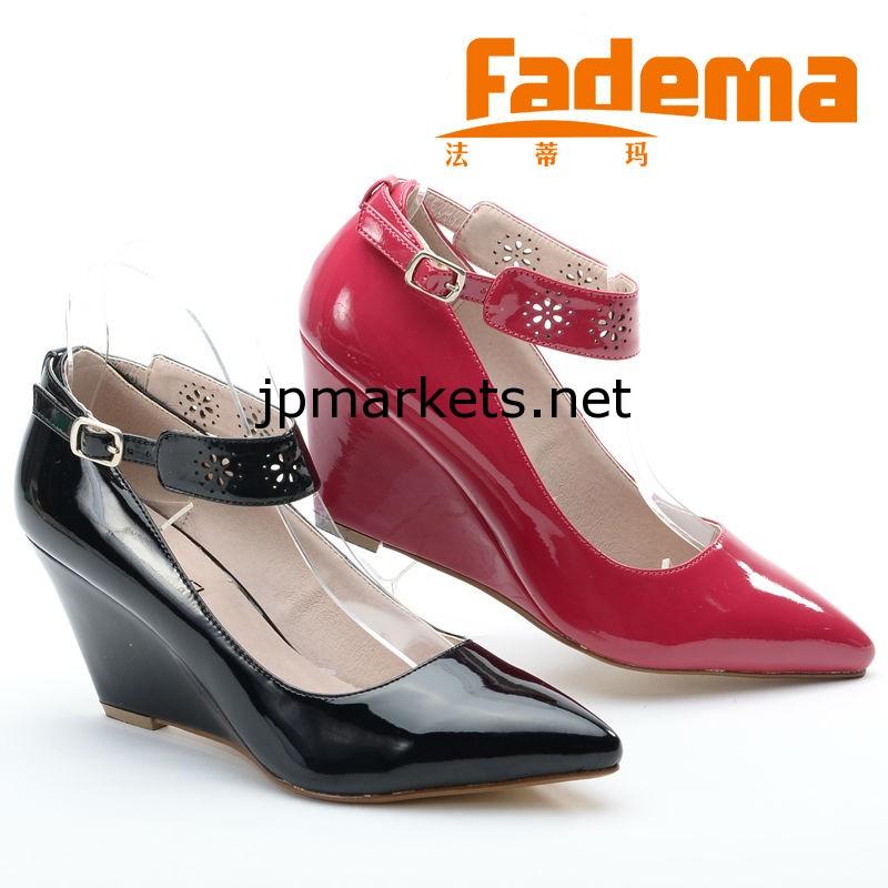 中国2014年のセクシーな赤いミラー中空レースの女性とのPUレザー秋ポインテッドトゥ卸売ウェッジシューズは、靴のドレス問屋・仕入れ・卸・卸売り