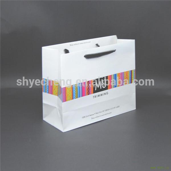 カスタム高品質の新しい設計製造業者の卸売ペーパーギフトバッグハンドル付き-包装袋問屋・仕入れ・卸・卸売り