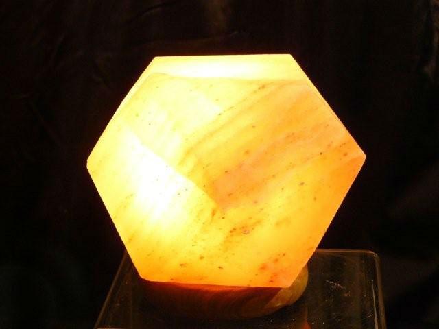 制作される高品質ヒマラヤクリスタル岩塩幾何ランプ-芸術コレクター商品問屋・仕入れ・卸・卸売り