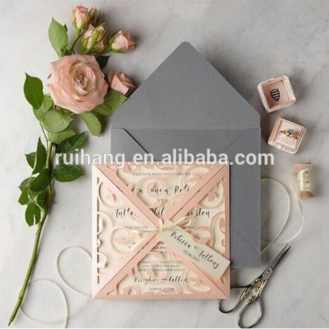 ホット販売芸術的ピンクレーザーカット結婚式招待状リボン&グレー封筒-造花問屋・仕入れ・卸・卸売り