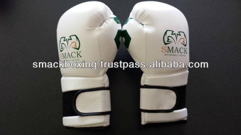 ボクシンググローブ、 マシン成形。、 はあなた自身のこれらの素晴らしい手袋にクラブのロゴ-ボクシング用グローブ問屋・仕入れ・卸・卸売り